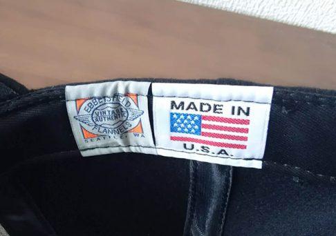 キャップの内側にあるEBBETSのネームタグとMADE IN USAのタグの画像